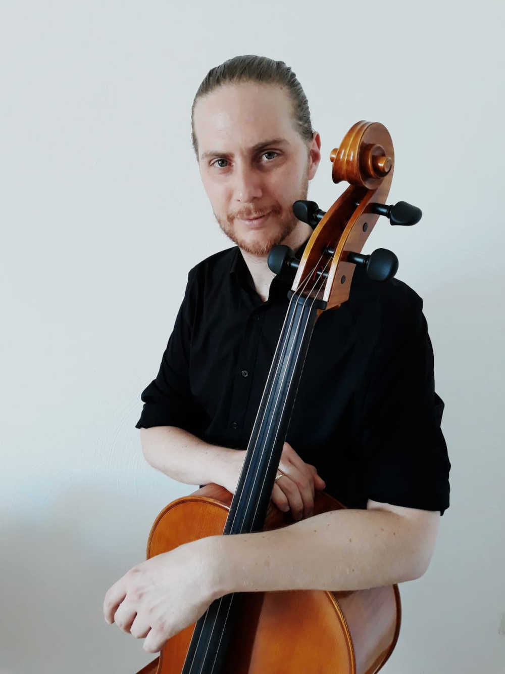 You are currently viewing Andrés Hancke (Cello)